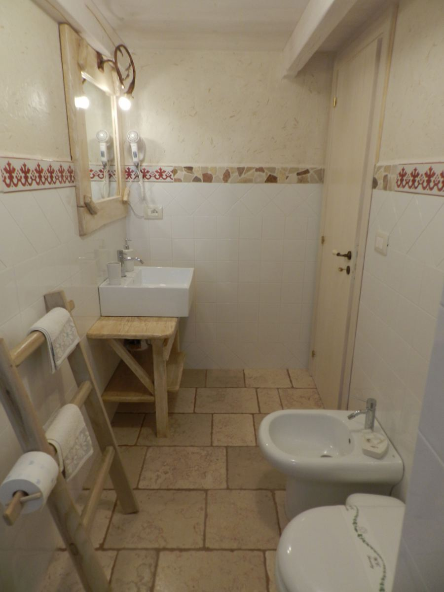 camera 4 posti macchia salentina bagno